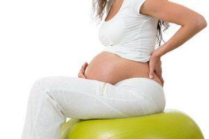 Грыжа позвоночника и беременность: можно ли рожать?