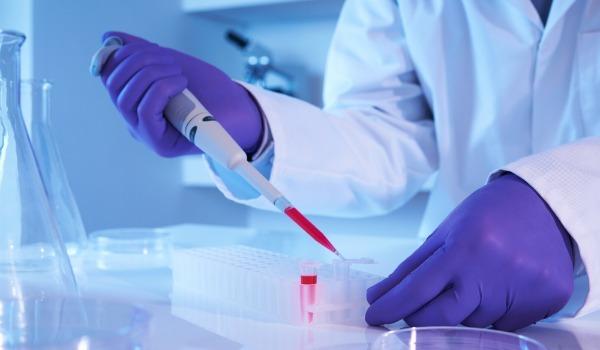 Кровохарканье при пневмонии: основные причины и лечение
