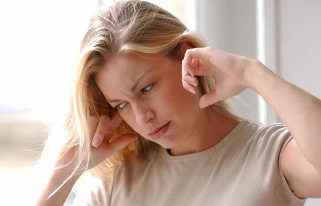 От чего появляется пульсирующий шум в ухе?