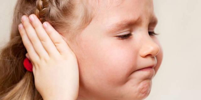 Лечение ушных заболеваний закапыванием перекиси водорода в ухо
