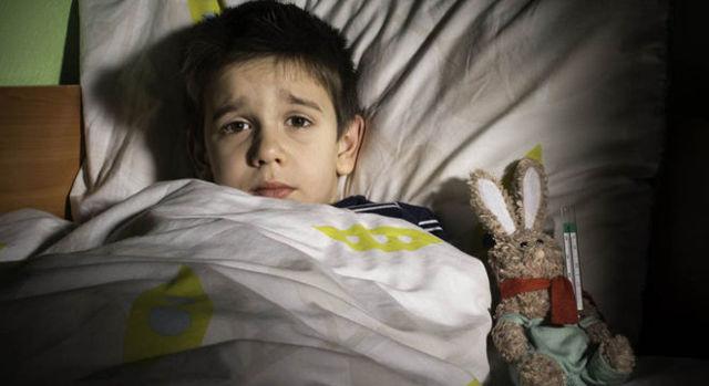 Как снять приступ кашля у ребенка: причины появления и лечение