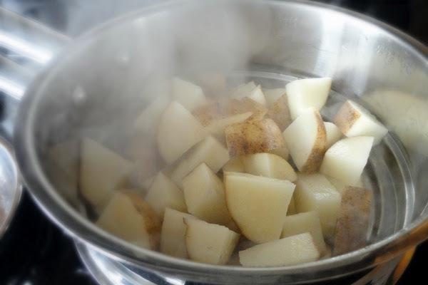 Как правильно дышать над картошкой при кашле - ингаляции