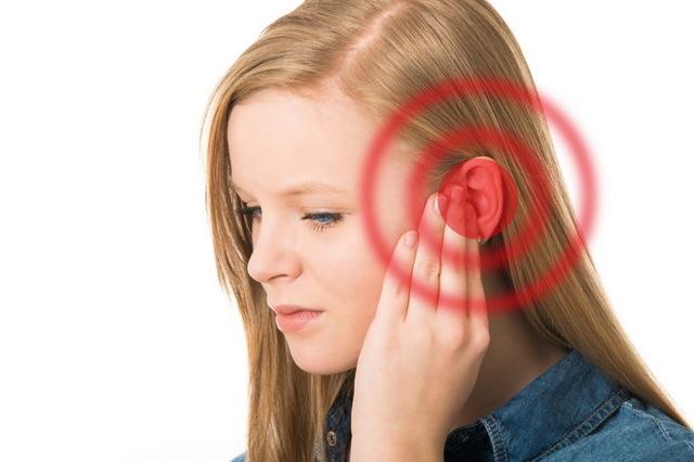 Почему чешутся уши внутри и что при этом следует делать?