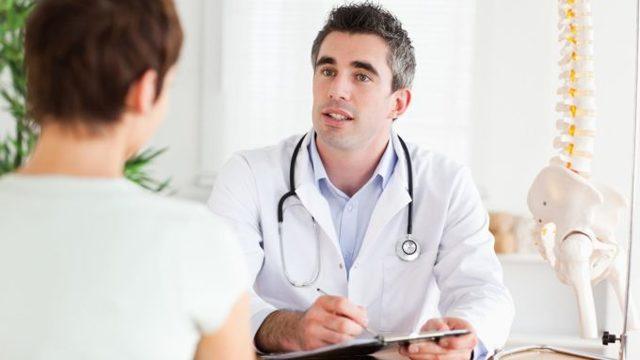 При кашле болит спина в области лопаток: причины и лечение