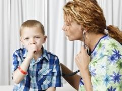 Сухой кашель у ребенка: медикаменты и народные методы