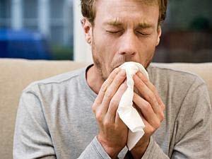 Кашель с кровью при простуде: причины появления, первая помощь