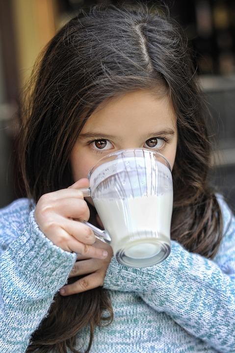 Молоко с содой от кашля: рецепт и особенности состава