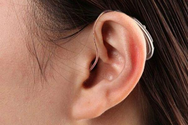 Причины и лечение свиста в ушах