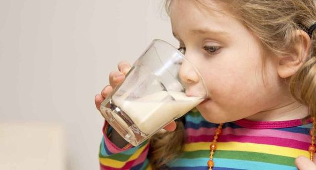 Молоко с минералкой от кашля: рецепт и выбор компонентов