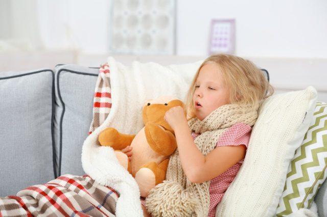 Капустный лист с медом от кашля для детей: особенности лечения