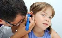 Причины возникновения острого отита у детей и его лечение